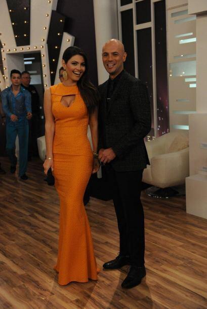Javier Poza y Chiqui, ahora con un vestido amarillo. Siempre con los com...