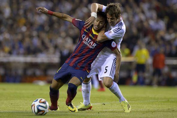 Barcelona no encontraba espacios ni facilidad alguna para superar la lín...