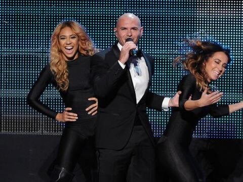 """Los latinos brillaron en los """"American Music Awards"""".  Pitbull..."""