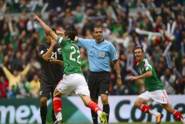 Los laterales seguramente serán Paul Aguilar y Miguel Layún, mismos que...
