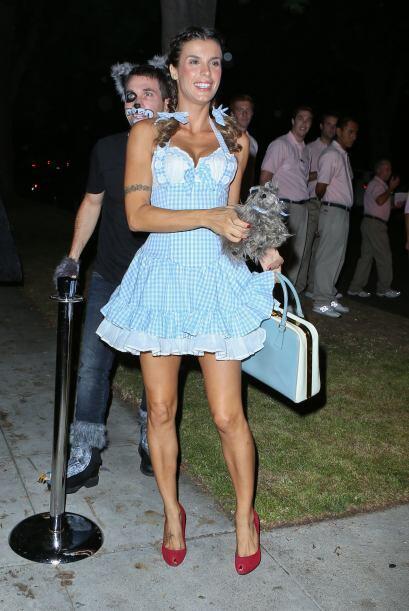 La ex de Clooney Elisabetta Canalis, apareció en un sexy vestido de Doro...