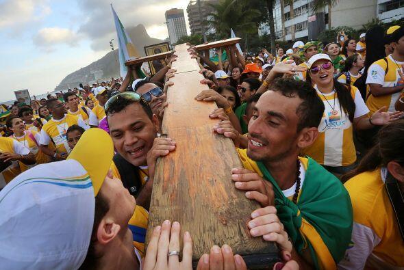 Esta es la primera vez que Francisco visita Brasil y la primera JMJ que...
