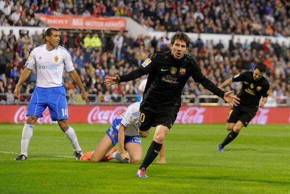 Dos minutos más tarde apareció Messi, de discreto partido,...