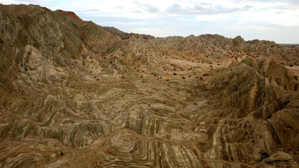 El choque de placas tectónicas crea este tipo de superficies en l...