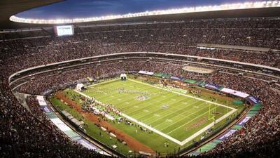 El Estadio Azteca fue sede del primer juego de temporada regular de la N...