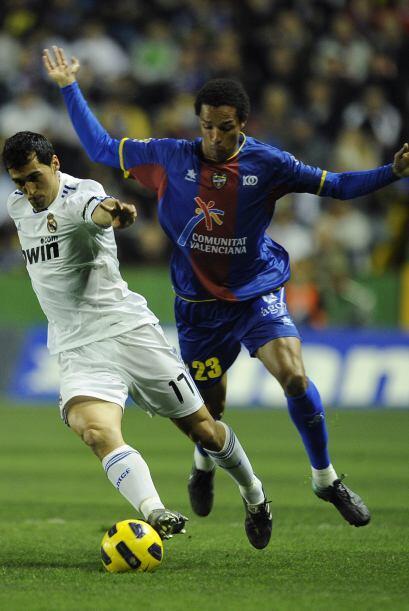 Por ello, los blancos jugaron con muchos suplentes, como Fernando Gago.