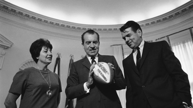 Richard Nixon, centro, en la Casa Blanca.