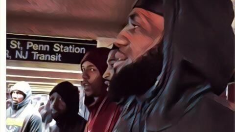 LeBron y sus compañeros evitan el tráfico tomando el metro...