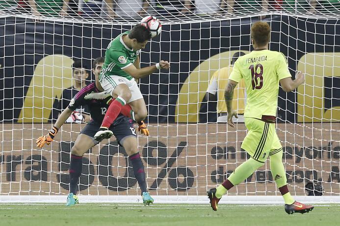 El ranking de los jugadores de México vs Venezuela GettyImages-540009586...