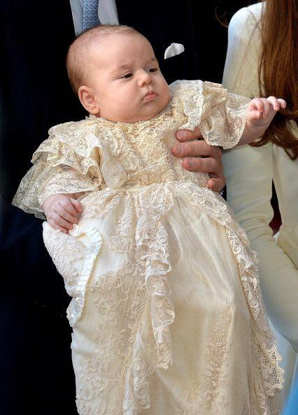 Así de elegante lució el pequeño en el bautizo real.