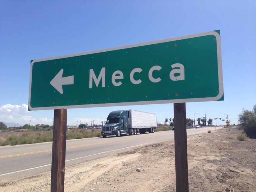 Casi todos los 8,577 habitantes de Mecca son latinos y la mayoría son ca...