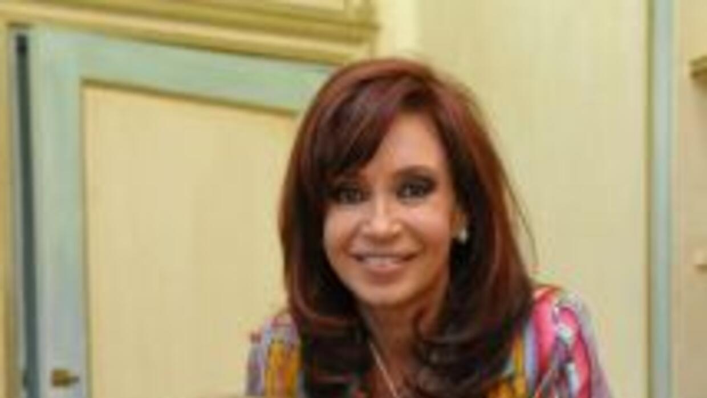 María Elena Walsh con la presidenta de Argentina, Cristina Fernández.