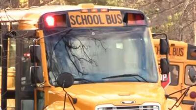 Bala perdida atravesó el parabrisas de autobús escolar de Durham