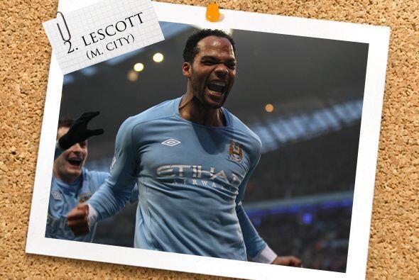 También de Manchester, pero del City, Joleon Lescott aparece en la zaga.