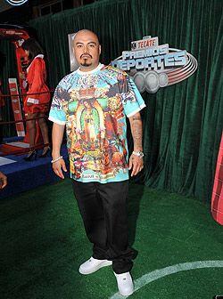 El cantante de Hip Hop AKWID llegó a la alfombra de los Tecate Pr...