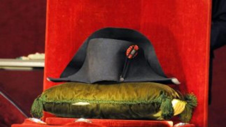 El sombrero, uno de los 19 bicornios acreditados de Napoleón en el mundo...