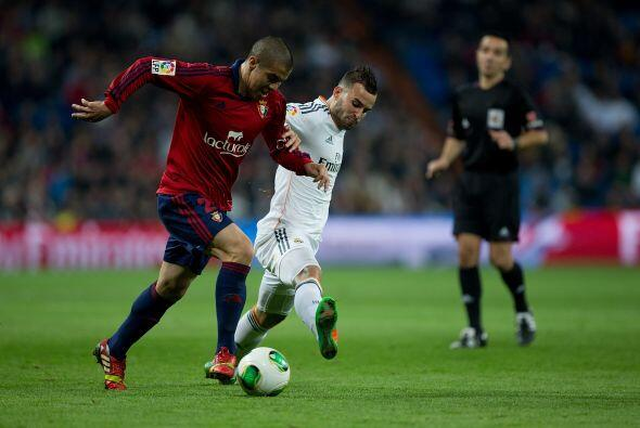 Sin embargo, el cuadro de Pamplona seguía aguantando el 1-0 en contra. J...