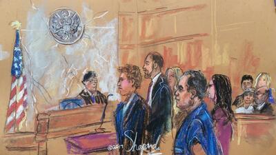 En el dibujo de la audiencia, 'El Chapo' comparece ante el juez,...