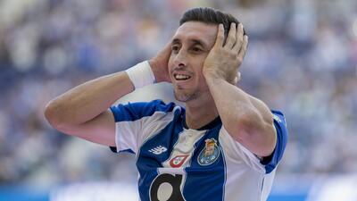¡Que crack! Héctor Herrera bromeó con su cambio de 'look' ante miles de fanáticos