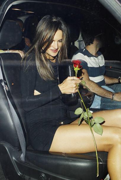 El pequeño accidente no arruinó la velada de Alessandra, la modelo salió...