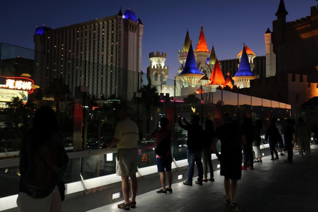 La masacre en Las Vegas se refleja en imágenes de estadounidenses afecta...