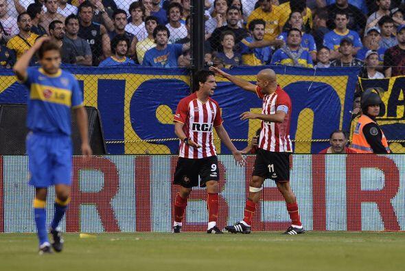 Estudiantes se adelantó en el marcador con un tanto del punta uruguayo H...