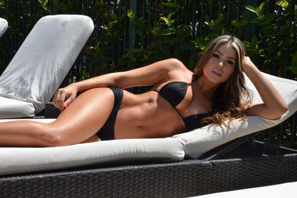 Esta sensual modelo, adora pasar tiempo con su familia y amigos.