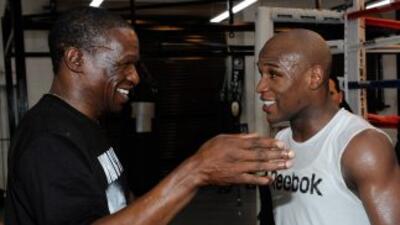Floyd Mayweather Sr. ve muy superior asu hijo en comparció con Manny Pac...