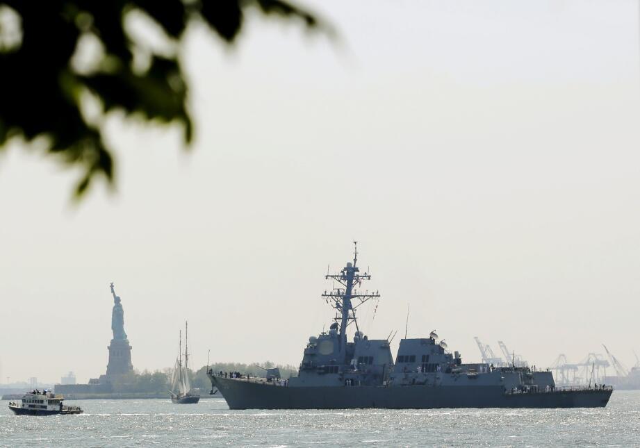El USS Bainbridge (DDG 96) fue uno de los primeros en llegar a NYC.
