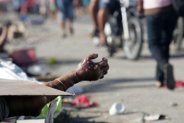 Los cuerpos están dispersos por las calles. La prioridad es resca...