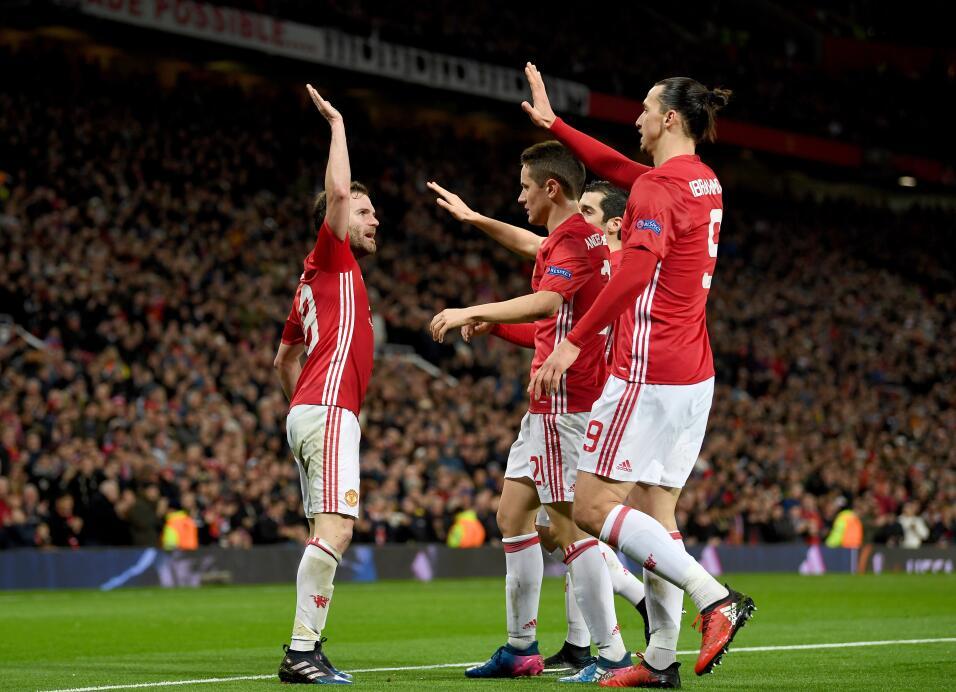 12. Manchester United (Inglaterra - UEFA) / 216 puntos
