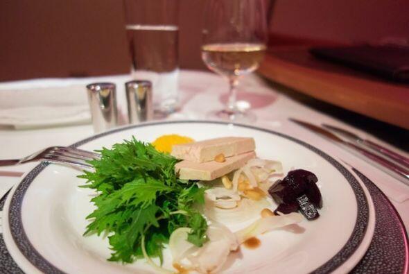 Otra entrada, y esta incluye foie gras y ensalada.