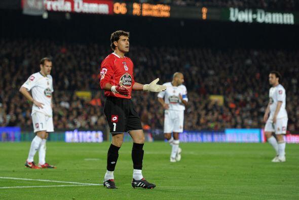 El arquero del Deportivo La Coruña recibió un gol ante el...