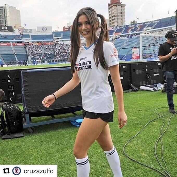 Michelle Pérez, una fanática muy sexy del Cruz Azul 16298825_97935840554...
