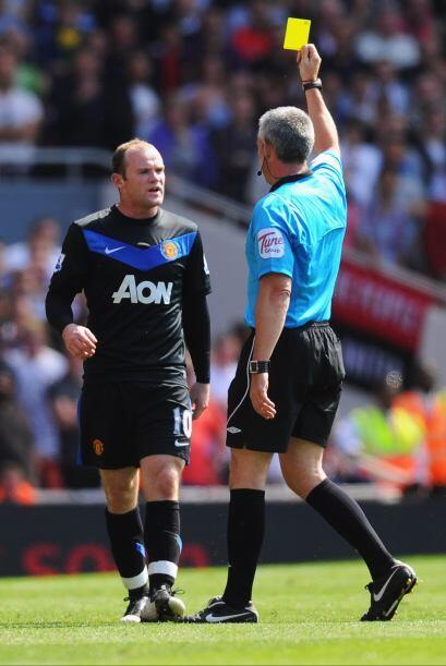 El atacante Wayne Rooney se ganó la amonestación casi al final del prime...