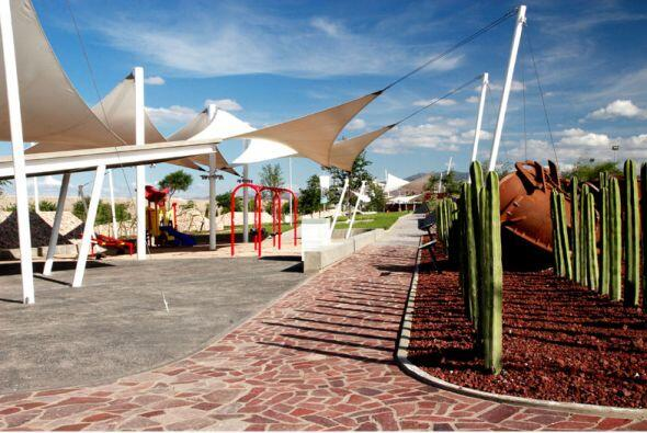 El Parque Bicentenario de San Luis Potosí (México) se forma a partir de...
