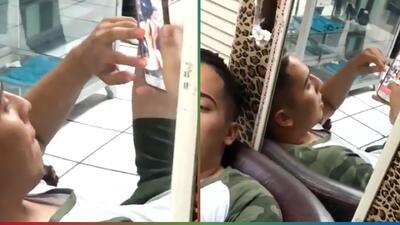 (Video) Esposa lo agarra mirando mujeres desnudas en el celular a través de un espejo