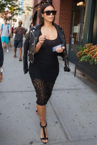 ¡Quién siguió la misma línea de los bordados fue Kim Kardashian! A esa m...