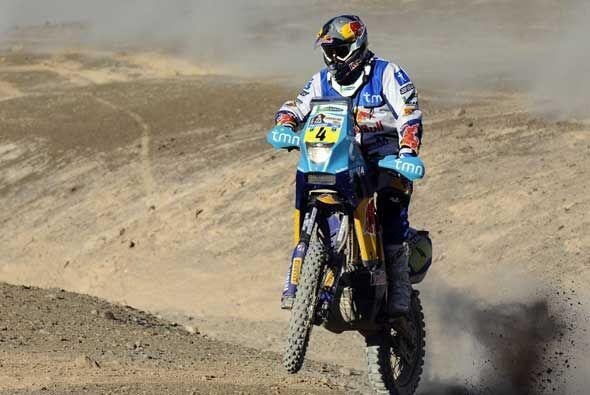 Si es difícil cruzar el desierto en camioneta, en moto es todavía peor.