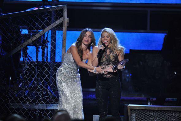 8. Shakira fue nombrada Persona del Año durante la Entrega número 12 de...