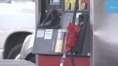 Tras el paso del huracán, se registraron largas filas en las gasolineras...