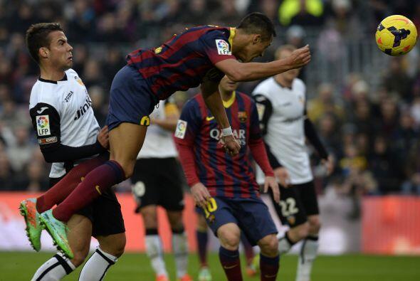Comenzó dominando el Barcelona con su habitual toque y buen juego.