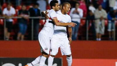 Con goles de Edson Silva, Luis Fabiano y Alan Kardec, Sao Paulo venció a...