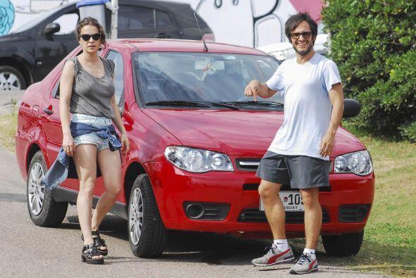 El actor mexicano Gael García y su esposa Dolores Fonzi disfrutan de uno...
