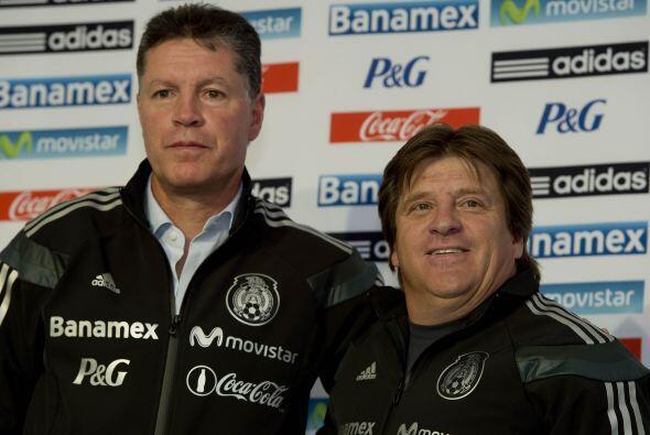 30.- En plena liguilla, Miguel Herrera fue ratificado como entrenador de...