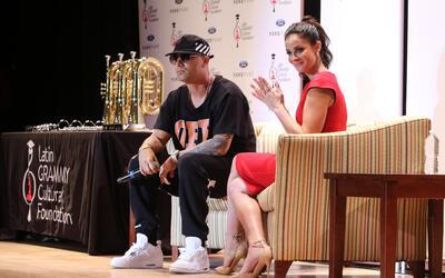 Wisin y Dayanara Torres en el Miami Senior High School en el evento de L...