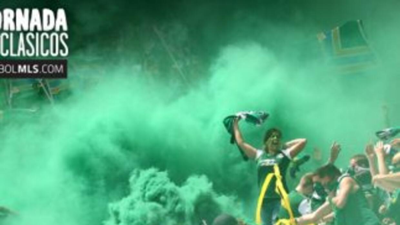 Fans en el Clásico Cascadia Seattle Sounders vs. Portland Timbers.