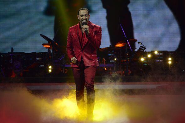 """El décimo duelo comenzó con José Palacio, quien cantó """"Cuando nadie me ve""""."""