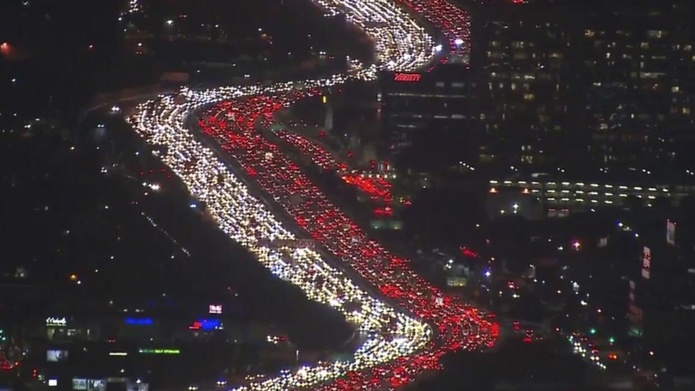 Atasco de tránsito en la autopista I-405 en Los Ángeles el martes 21 de...