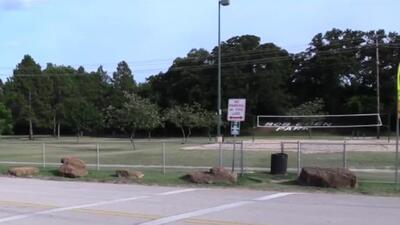 Autoridades intensifican la búsqueda de sospechoso de atacar sexualmente a cuatro mujeres en un parque de Dallas